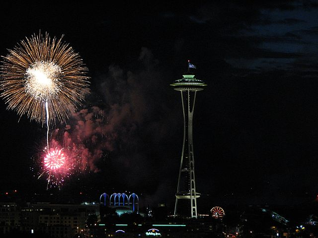By Andi Szilagyi from Seattle, WA, USA (Fireworks  Uploaded by X-Weinzar) [CC BY-SA 2.0 (http://creativecommons.org/licenses/by-sa/2.0)], via Wikimedia Commons